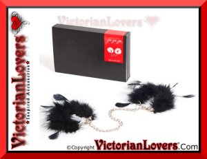 Manette Plumes Noires by VictorianLovers